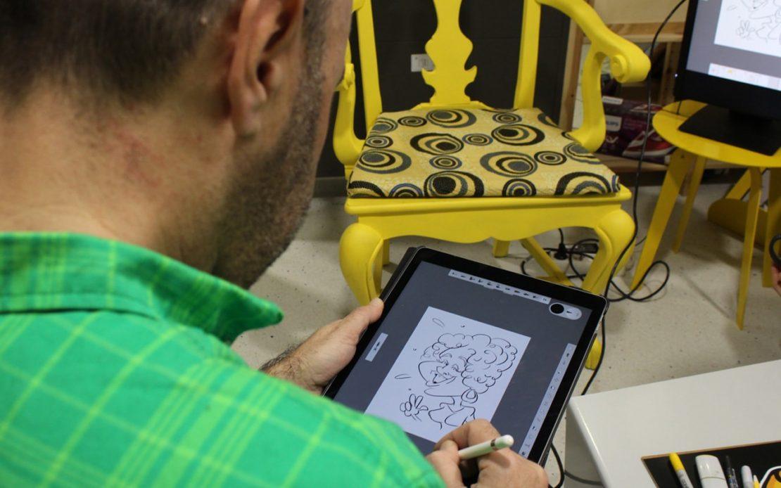 Elpeneque dibujando en vivo con iPad Pro